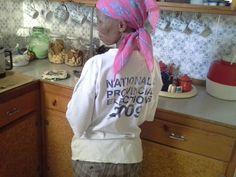 Anna, 'n afstammeling van die inheemse bewoners van die Kalahari, werk vir Cope.