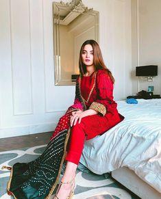 Beautiful Pakistani Dresses, Pakistani Formal Dresses, Pakistani Fashion Casual, Pakistani Dress Design, Pakistani Outfits, Pakistani Bridal, Muslim Fashion, Hijab Fashion, Indian Fashion