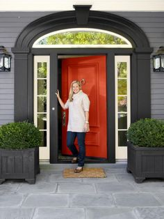 HGTV Magazine features interior designer Ramey Caulkin and expert ideas and advice for eclectic decorating.