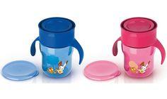 Os revolucionários Magic Cup Crescimento da #PhilipsAVENT para bebés em desenvolvimento auxiliam na transição da criança para aprender a beber líquidos sem sujar. A exclusiva válvula antivazamento é ativada pelos lábios da crianca, permitindo que o bebé beba pela borda, como num copo para adultos.