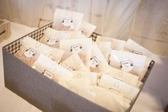 ... Diy Wedding, Wedding Decorations, Tables, Container, Gift Wrapping, Gifts, Ideas, Paper Wrapping, Mesas