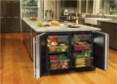 Mini refrigerador para organizar los vegetales Separate mini fridge just for produce, love this!
