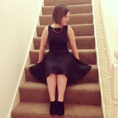 The perfect petite black dress - Carolina Alvo