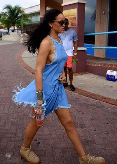 Rihanna wearing a short blue dress in Barbados - Photo Rihanna 2016