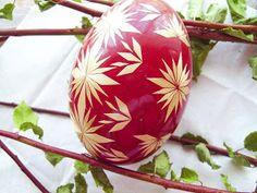 Goose egg decorated with straw Egg Shell Art, Egg Dye, Ukrainian Easter Eggs, Egg Crafts, Egg Decorating, Egg Shells, Bottle Crafts, Decoration, Christmas Bulbs