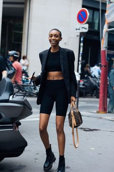 Bike shorts are the newest athleisure trend to hit the scene. Click in for some of our favorite outfit formulas involving bike shorts. Retro Outfits, Cute Casual Outfits, Short Outfits, Vegas Outfits, Party Outfits, Stylish Outfits, Street Style Outfits, Look Street Style, Biker Outfits