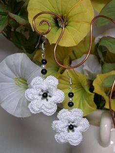 Between an embroidery and more .: earrings and choker crocheted Crochet Earrings Pattern, Crochet Flower Patterns, Crochet Flowers, Sewing Patterns, Crochet Ball, Crochet Chart, Thread Crochet, Tatting Jewelry, Crochet Bracelet