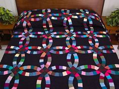 Double Wedding Ring Quilt -- splendid cleverly made Amish Quilts from Lancaster (hs5433)