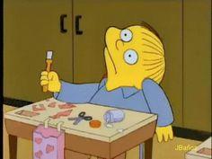 """Ralph Wiggum   """"Señorita Hoover, mi gusano me saltó a la boca y me lo tragué, ¿me da otro?"""" - gif 25"""