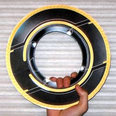 Tektonten Papercraft - Free Papercraft, Paper Models and Paper Toys: Tron Legacy Papercraft: Clu Identity Disc Tron Costume, Tron Art, Oracle Cloud, Classroom Pictures, Tron Legacy, Ab Wheel, Cult Movies, Colored Highlights, Fantasy Weapons