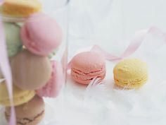 Pink and yellow macaroons!