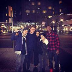 El reparto del reboot de Power Rangers: Dacre Montgomery, Naomi Scott, Ludi Lin, RJ Cyler y Becky Gomez