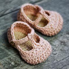 Crochet Baby Pattern Tali T-strap Baby Crochet 3 sizes Crochet Booties Pattern, Baby Shoes Pattern, Shoe Pattern, Crochet Baby Booties, Crochet Slippers, Baby Patterns, Crochet Patterns, Baby Ballerina, Ballerina Shoes