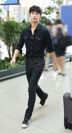 Kim Soo Hyun 김수현 on airport