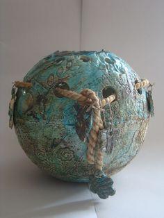 urn van keramiek, windlicht Ceramic Clay, Ceramic Plates, Plates And Bowls, Pottery Vase, Wabi Sabi, Clay Art, Sculpture Art, Porcelain, Crafts