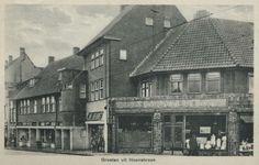 Hoensbroek: De Gruyter Supermarkt (Later gemeente Heerlen)  Hoek Akerstraat Noord - Kouverderstraat. My mom worked here.