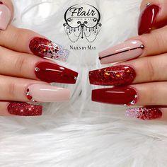 Publicación de Instagram de Flair Beauty & Art • 14 de Dic de 2018 a las 4:47  UTC Aycrlic Nails, Xmas Nails, Red Nails, Christmas Nails, Red Glitter Nails, Rhinestone Nails, Bling Nails, Gorgeous Nails, Pretty Nails
