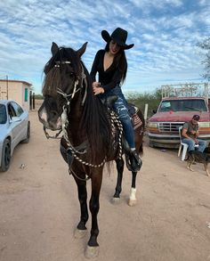 Country Girl ride a horse Cowboy Girl, Sexy Cowgirl, Western Girl, Western Wear, Cute Cowgirl Outfits, Rodeo Outfits, Dance Outfits, Cute Outfits, Mexican Fashion