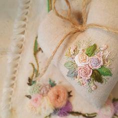 "350 Likes, 9 Comments - 🌿프랑스자수.수놓는 여자.한땀 한땀 설렘과 평온함. (@embroidery_flower) on Instagram: ""프랑스자수 오너먼트...😊#프랑스자수 #꽃자수 #프랑스자수소품 #자수오너먼트 #손자수 #취미자수 #자수타그램 #embroidery #needlework…"""