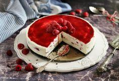 Malinová torta s mascarpone a bielou čokoládou - Receptik. Cake Cookies, Cupcake Cakes, Cupcakes, Hungarian Recipes, Hungarian Food, Pavlova, Cakes And More, Cheesecakes, Fun Desserts