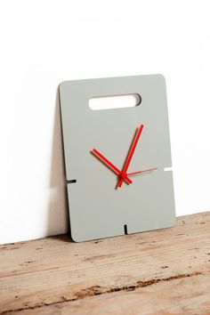 LOK clock by Helena Franca