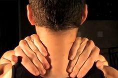 Votre cou est raide et douloureux ? Essayez ces petites techniques d'auto-massage !