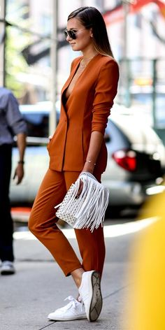 Here we present some of the best street style looks from New York Fashion Week spring 2015 for your inspiration! Mode Outfits, Casual Outfits, Fashion Outfits, Womens Fashion, Fashion Trends, Casual Attire, Office Outfits, Fall Outfits, Dress Casual