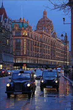 The Most Beautiful Places to visit in London, England Places Around The World, Oh The Places You'll Go, Places To Visit, Top Places To Travel, Places Ive Been, England And Scotland, England Uk, Oxford England, Cornwall England