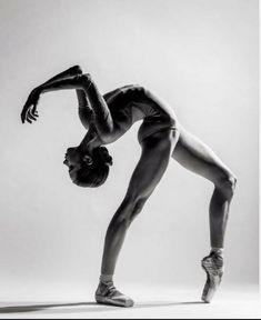Beautiful Stanislava Postnova from Bolshoi Ballet Academy captured by Alexander Yakovlev // Dance Dance Picture Poses, Dance Photo Shoot, Dance Pictures, Dance Photoshoot Ideas, Human Poses Reference, Pose Reference Photo, Drawing Reference, Bolshoi Ballet, Ballet Dancers