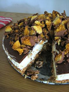 A deliciously decadent cheesecake. A simple no-bake vanilla cheesecake with a honeycomb base, topped with a rich layer of chocolate sauce and, mountains of honeycomb Cadbury  Crunchie bars.  Summer time is supposed to be barbecue time, but sadly we haven't had much luck with barbeques lately. There was the barbecue where we realised too late we didn't have …