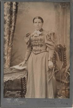 Cabinet photo of a Victorian Lady taken in Hastings around 1890s by H. Boyd at his studio located at 52 High Street.