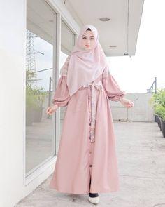 Hijab Dress Party, Hijab Style Dress, Casual Hijab Outfit, Hijab Chic, Dress Outfits, Dress Brokat Muslim, Muslim Dress, Beautiful Muslim Women, Beautiful Hijab