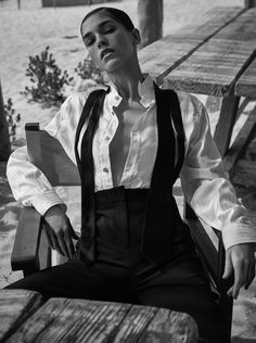Samantha Gradoville turns up the heat for the May 2018 issue of Grazia Italy. Captured by Fred Meylan, the brunette beauty poses outdoors in monochrome… Fashion Shoot, Editorial Fashion, White Editorial, Masculine Style, Gender Bender, Brunette Beauty, Comme Des Garcons, Wearing Black, Handsome