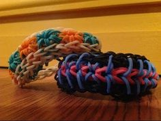 NEW! Rainbow Loom ZIPPY STARBURST Bracelet (Reversible - Starburst on one side & Zippy Chain on the other). Designed and loomed by OfficiallyLoomed. Click on photo for YouTube tutorial.