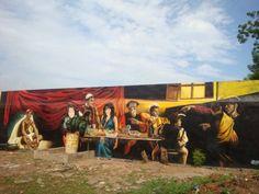 La «Vocazione di San Matteo» di Caravaggio riprodotta nel carcere minorile di Bamako, in Mali. A Kabul (ma anche in Congo e in Mali) Giovanni Trombatore, un operatore umanitario in zone di guerra, incoraggia «pittori» asiatici e africani ad affrescare i muri dei carceri e degli ospedali psichiatrici. Tra i loro modelli preferiti: Caravaggio.