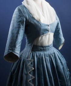Robe à l'anglaise (detail), the Turun museokeskus (Fripperies and Fobs) 18th Century Dress, 18th Century Clothing, 18th Century Fashion, 19th Century, Historical Costume, Historical Clothing, Vintage Outfits, Vintage Fashion, Period Outfit