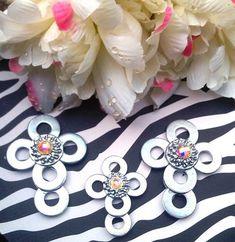 Silver Rhinestone Washer Cros nos Cross Crafts, Bead Crafts, Jewelry Crafts, Jewelry Ideas, Craft Gifts, Diy Gifts, Resin Jewelry, Beaded Jewelry, Washer Crafts