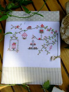 I want to do this for my kendle cover. Wedding Cross Stitch, Cross Stitch House, Cross Stitch Kitchen, Cross Stitch Bird, Cross Stitching, Hand Embroidery Stitches, Cross Stitch Embroidery, Embroidery Designs, Cross Stitch Finishing
