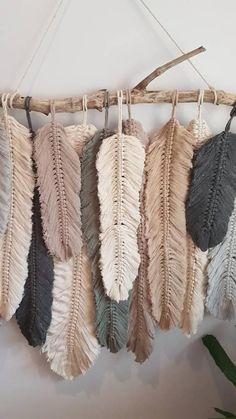 Newest Photographs Macrame diy plume Style Feather wall macrame hanging Etsy Macrame, Macrame Art, Macrame Projects, Micro Macrame, Macrame Mirror, Macrame Curtain, Driftwood Macrame, Sewing Projects, Macrame Wall Hanging Patterns