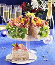 smorgastarta con prosciutto e frutta Cake Sandwich, Meat Cake, Salad Cake, Food Art For Kids, Good Food, Yummy Food, Snack Recipes, Snacks, Salty Foods