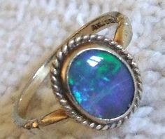 FABULOUS 9ct GOLD & NATURAL BLACK OPAL RING