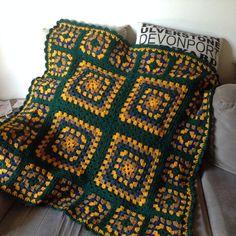 Granny square blanket in 8 ply yarn