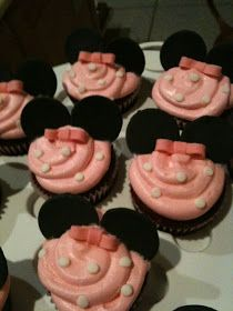 So after a looooooooong all nighter, i am finally finished with the Minnie Mouse cake and cupcakes. There are lots of pics so i will separ...