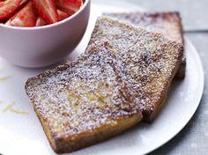 Avec les lectrices reporter de Femme Actuelle, découvrez les recettes de cuisine des internautes : Pain perdu et salade de fraises