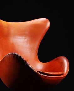 Arne Jacobsen, the Egg chair, 1958. Originally created for the interior of Royal SAS Hotel in Copenhagen, Denmark. Manufatured by Fritz Hansen. Photo copyright by Scandinavian Collectors 2014.