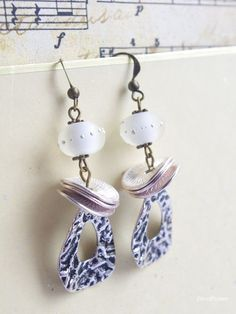 Boucle d oreille mariage blanche argenté perle artisanale verre filé chalumeau et pendentif métallique Bijoux élégant