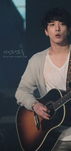 Jung Yong Hwa , not only cnblue leader also his the leader of all the guitarist he's the best