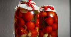 Nebojte se vyzkoušet nový recept na nakládaná rajčata. Chcete si na nich pochutnat a také prospět svému zdraví? Pokud ano, tento recept musíte znát. V čem je jiný? Připravíte si nakládaná rajčata bez použití octu! - Cherry, Strawberry, Tacos, Vegetables, Fruit, Cooking, Food, Kitchen, Essen