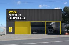 Global rebranding project for Spain´s leading integral car services garages.From strategy, visual identity, signage, interior design (together with Intsight) to the new communication guidelines… we worked on every detail for Rodi´s new brand identity.Th… Garage Design, Exterior Design, Showroom Interior Design, Garage Interior, Interior Rendering, Factory Architecture, Car Workshop, Warehouse Design, Industrial Architecture