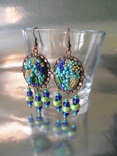 Boucles d'oreille romantique laiton style vintage perles vert bleu turquoise : Boucles d'oreille par rose-yris